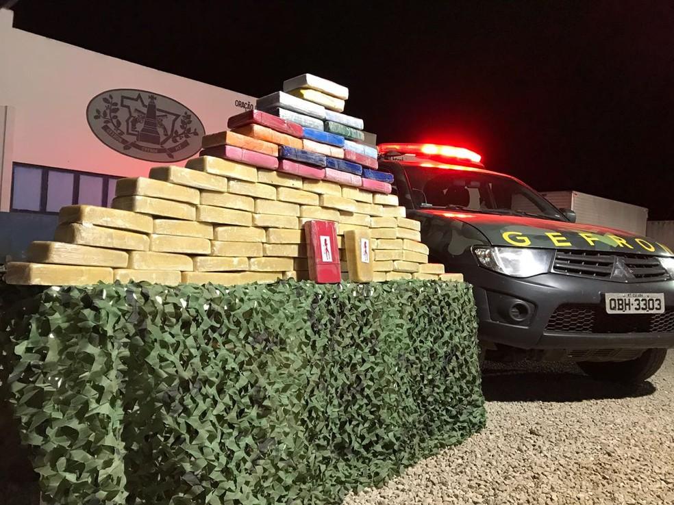 Polícia apreendeu 82 tabletes de droga em Porto Esperidião, a 358 km de Cuiabá (Foto: Gefron/MT)