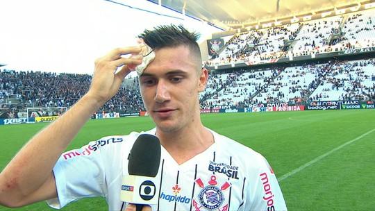 """Lucas Piton teve """"empurrãozinho"""" de Coelho na base do Corinthians e realizou sonho do avô na Arena"""