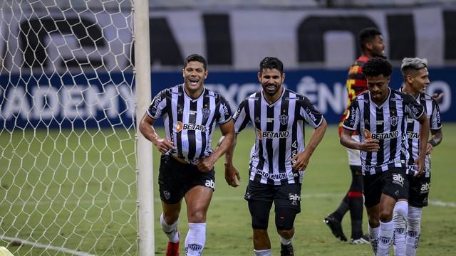 Hulk, Diego Costa e Keno comemoram o segundo gol do Atlético-MG diante do Sport