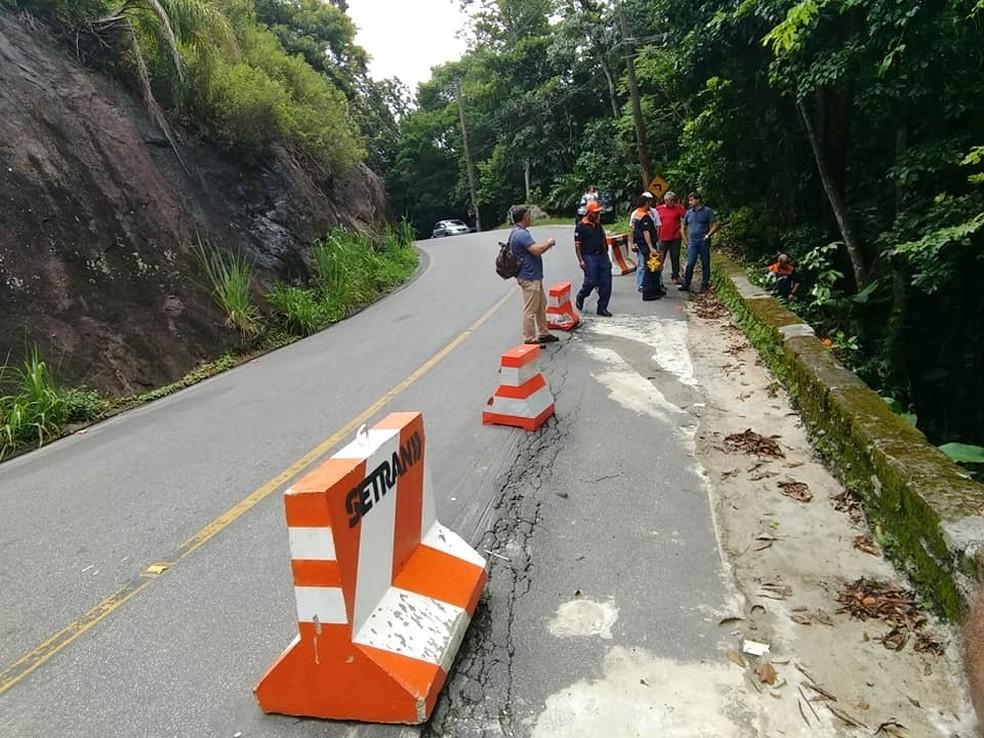 Estrada do Guaraú é interditada para grandes veículos — Foto: Divulgação/Defesa Civil