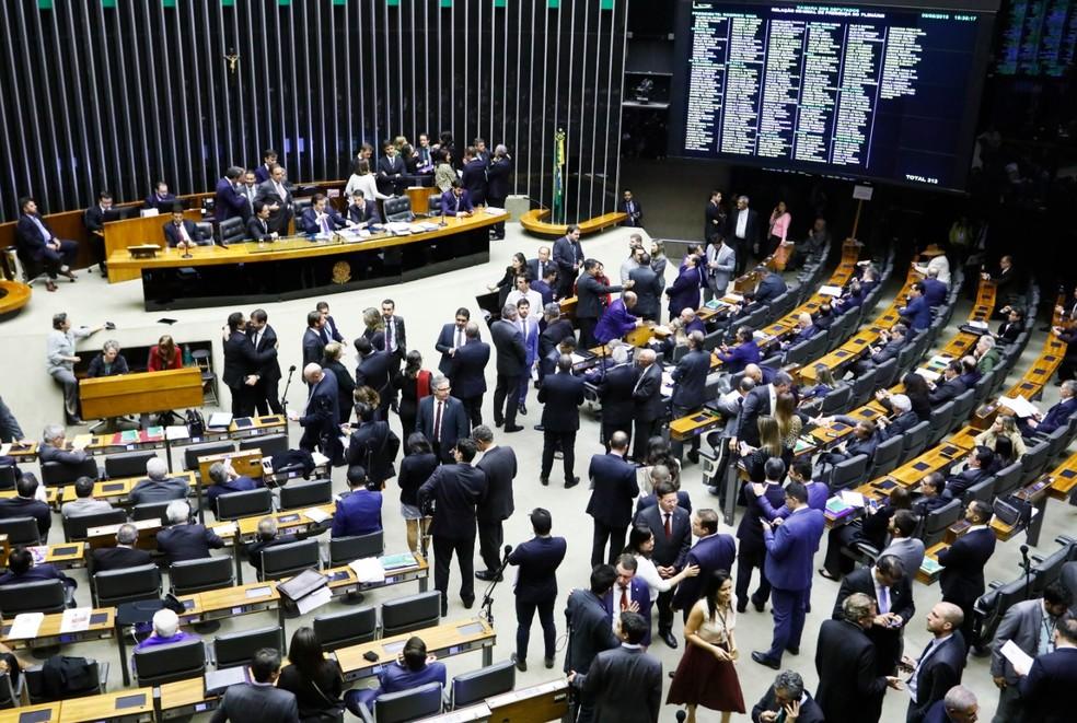 Deputados reunidos no plenário da Câmara durante a discussão, em segundo turno, da reforma da Previdência — Foto: Luis Macedo/Câmara dos Deputados