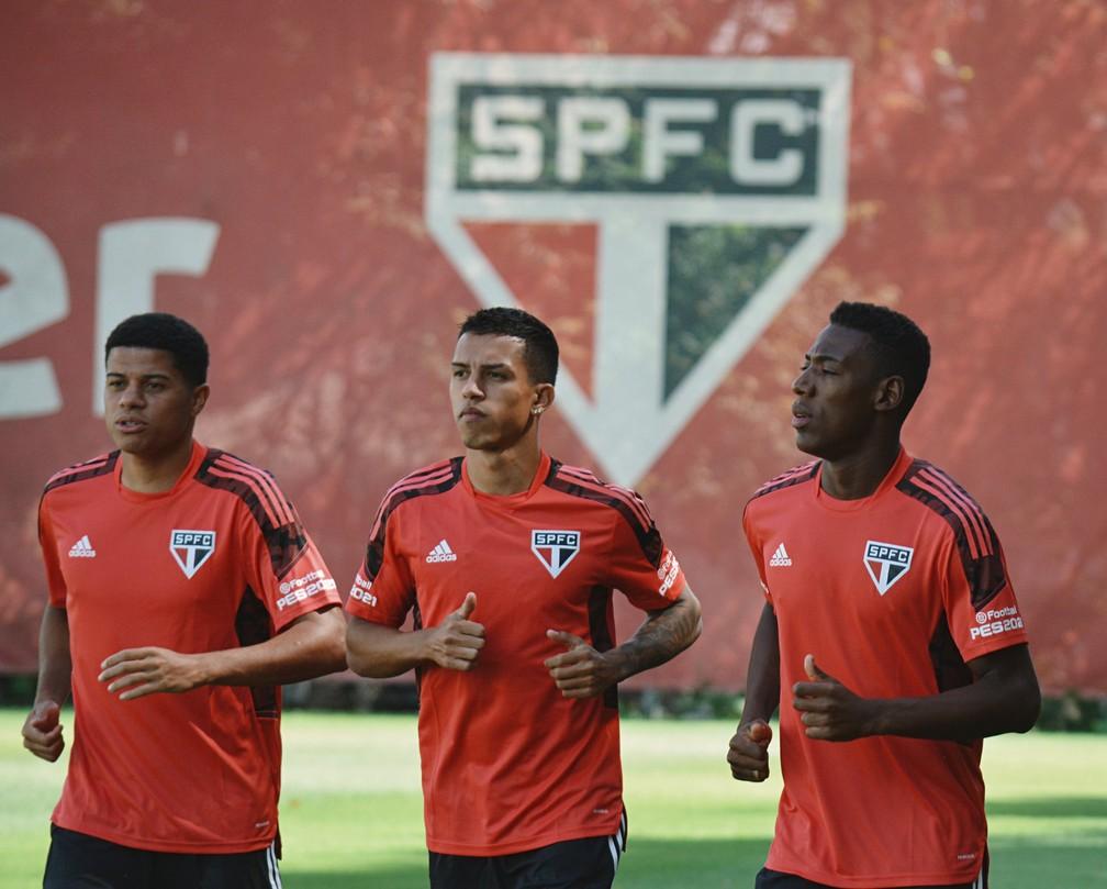 São Paulo treinou nesta semana com a camisa com espaços de publicidade vazios — Foto: Reprodução/Twitter