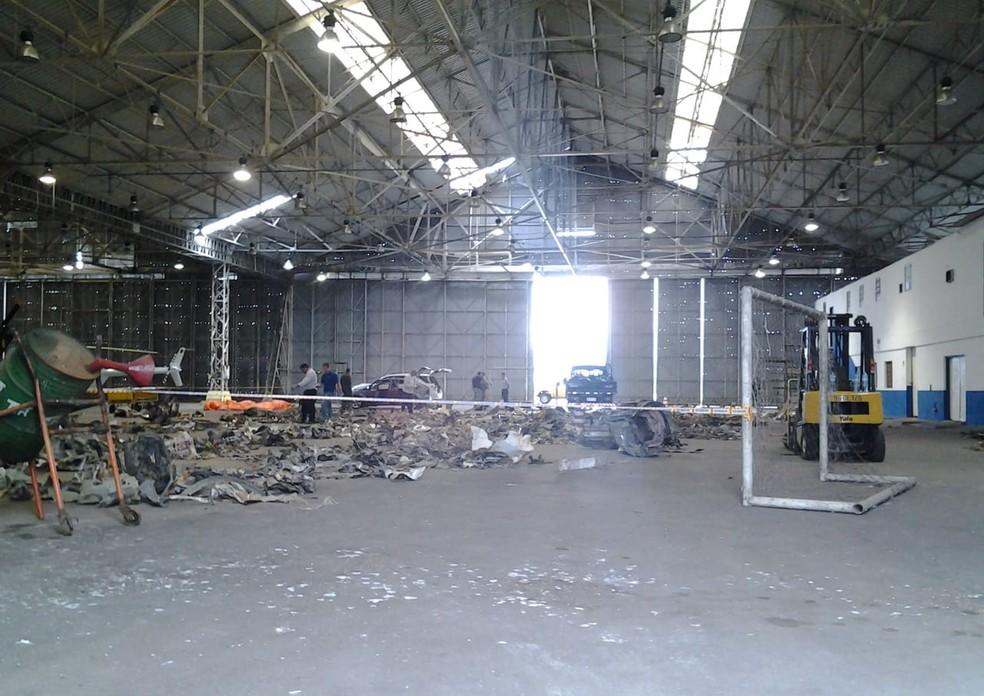 Destroços de avião que caiu ficaram restritas à Base Aérea de Santos para perícia — Foto: Arquivo Pessoal