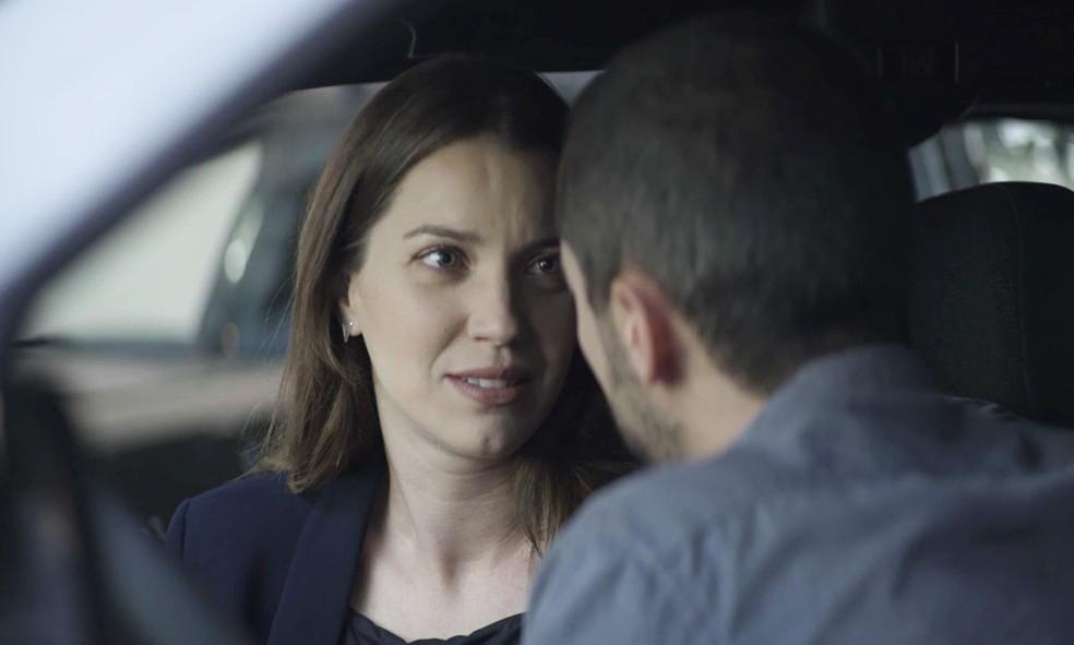 Em 'A Dona do Pedaço', Fabiana (Nathalia Dill) fica balançada com 'chega mais' de Camilo (Lee Taylor) — Foto: Globo