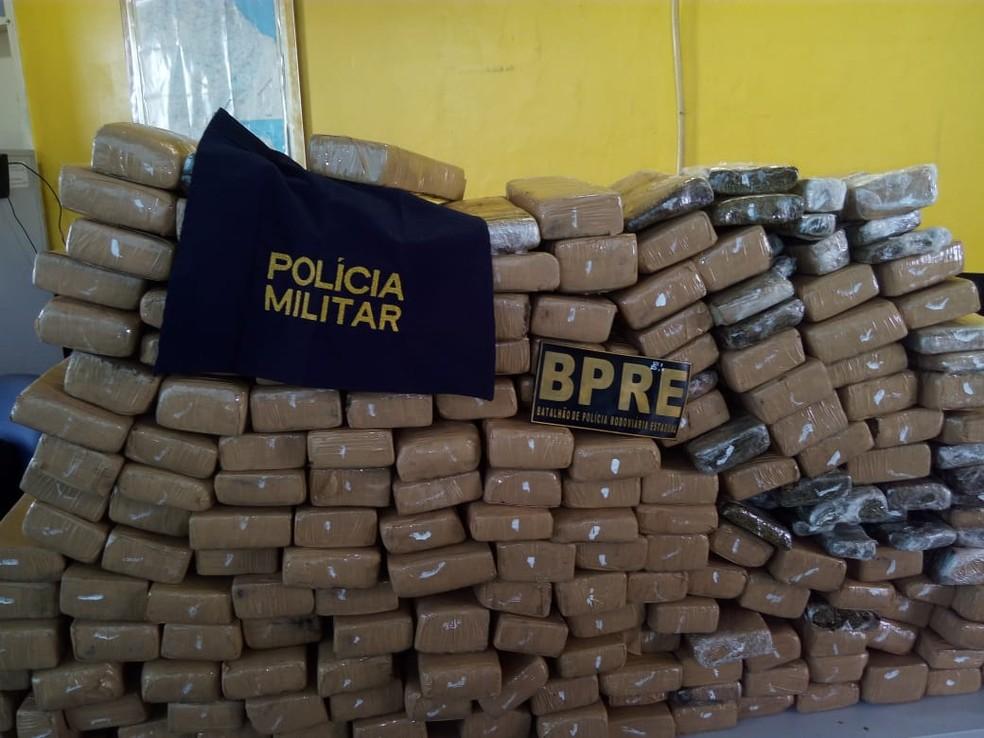 Quase 200 kg de maconha são apreendidos em caminhonete, em Senador Pompeu — Foto: Polícia/ Divulgação
