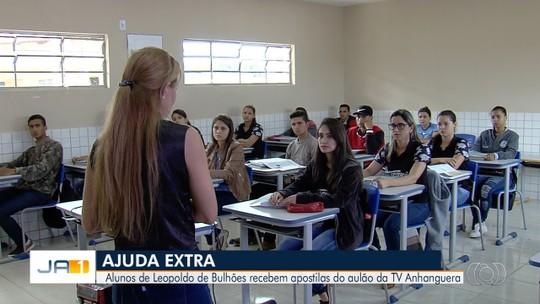 Escola da zona rural de Leopoldo de Bulhões recebe vídeos do Aulão do Enem, promovido pela TV Anhanguera