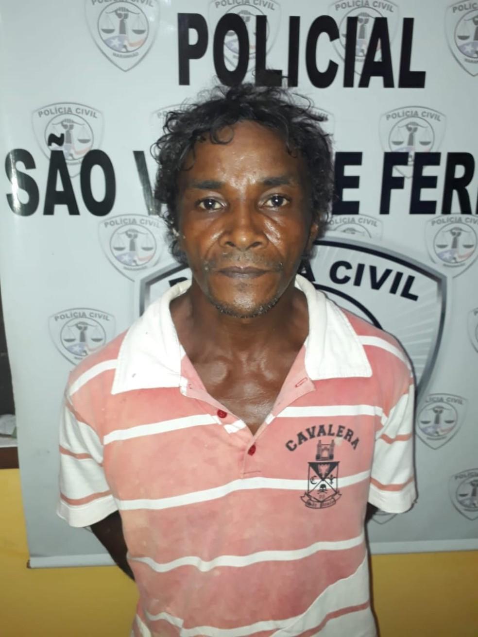 Domingos Osvaldo Ribeiro Pinheiro foi encaminhado à Delegacia Regional de Viana — Foto: Divulgação/Polícia