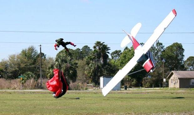 Paraquedista foi arremessado ao solo após colisão (Foto: Tim Telford/Polk County Sheriff's Office/AP)