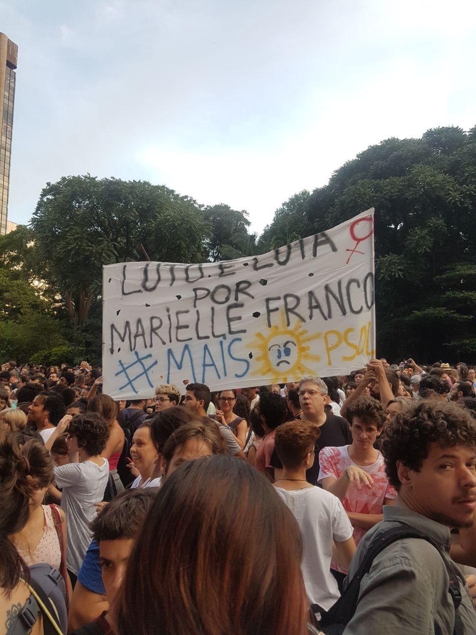 Manifestação presta homenagem à vereadora Marielle Franco, em São Paulo (Foto: Vogue Brasil)