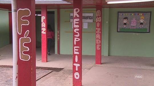 Apesar de monitoramento e serviço de vigilância, escolas em SC são alvo de furtos e vandalismo