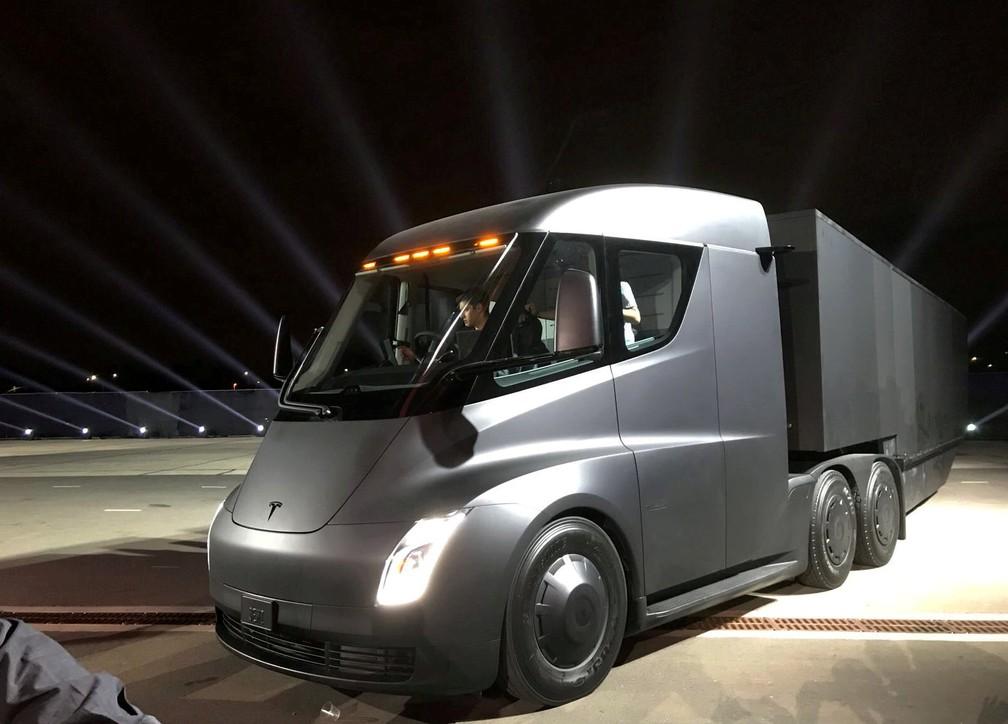 Tesla lançou também seu primeiro caminhão (Foto: REUTERS/Alexandria Sage)