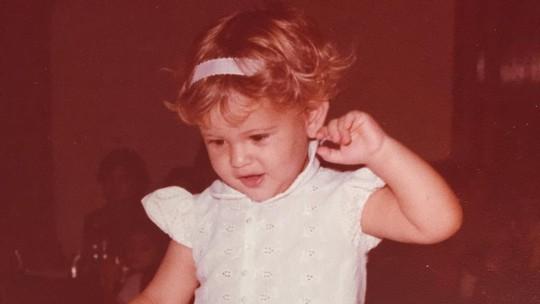 Fernanda de Freitas mostra fotos da infância; veja!