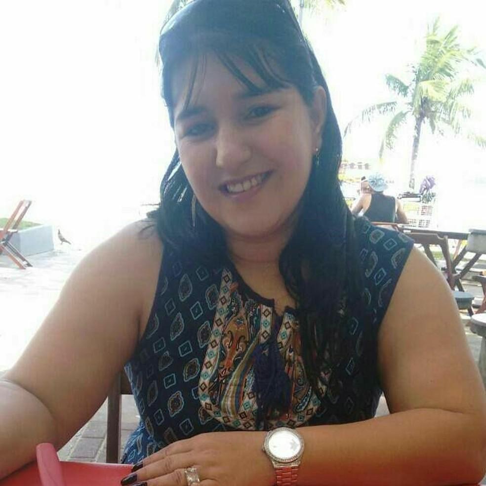 Márcia tinha apenas 43 anos. Família afirma que não comemorou Natal neste ano — Foto: Reprodução/Facebook