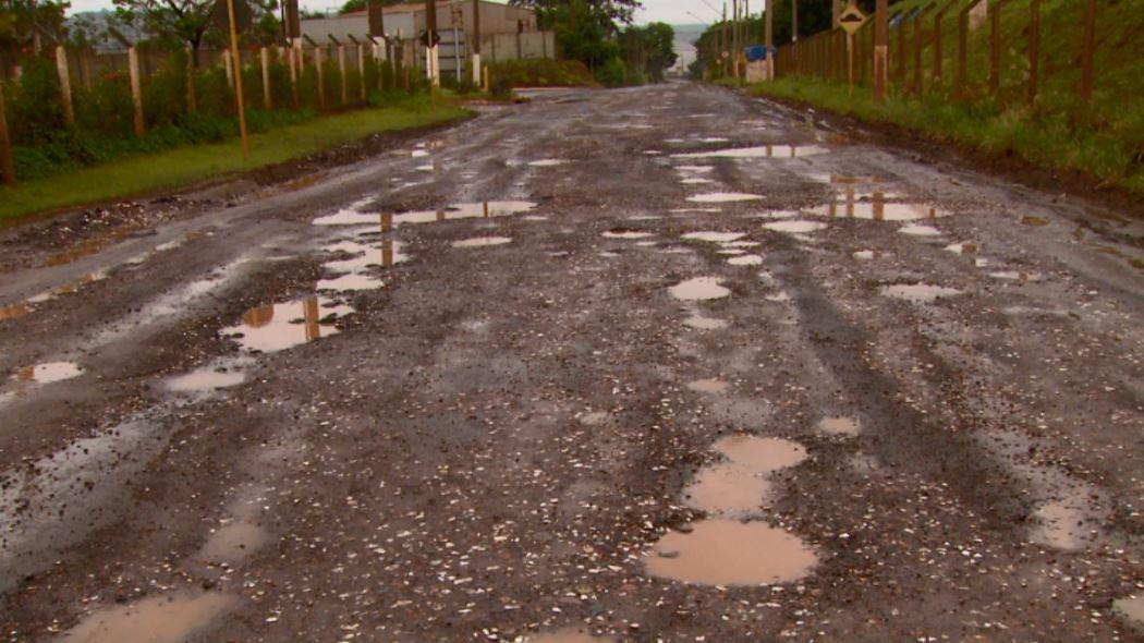 Buracos e falta de manutenção em vicinal de Santa Gertrudes preocupam motoristas - Notícias - Plantão Diário