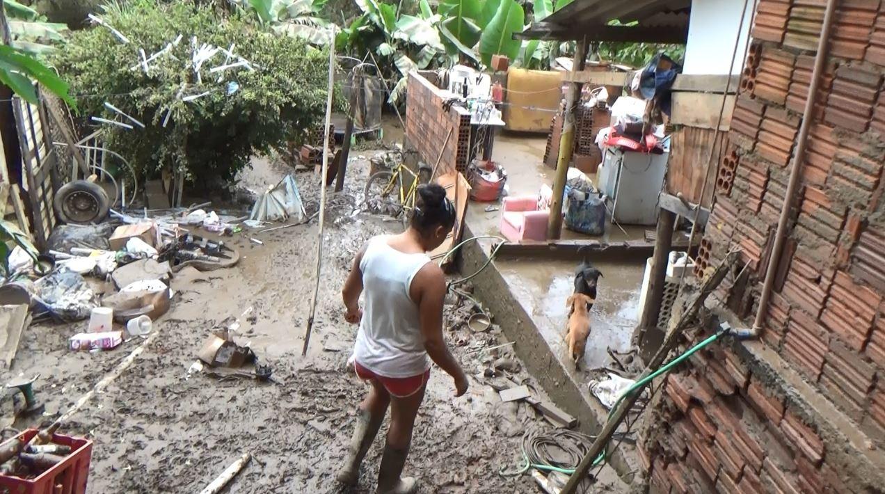 Em área de risco para alagamentos, famílias de Campinas são notificadas a deixar casas