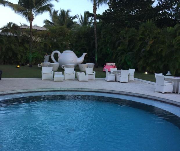 Decoração da parte externa da casa onde aconteceu o chá de bebê (Foto: Renata Menezes)