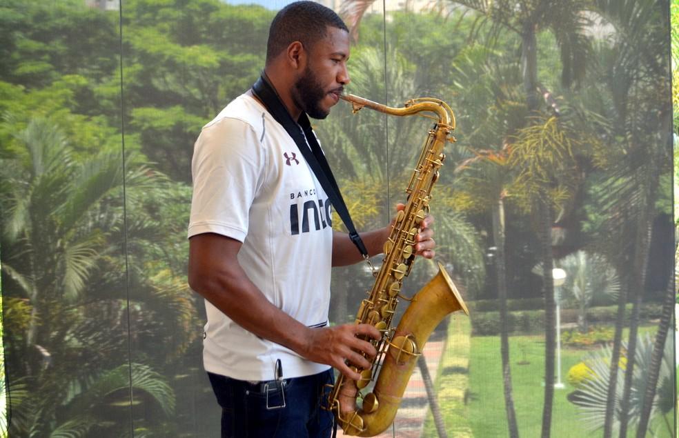 Jucilei craque tambm no saxofone quer ficar no So Paulo em 2018 Foto Erico Leonan