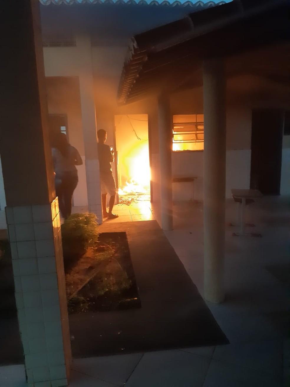Incêndio atinge sala de aula em escola da Grande Natal — Foto: Reprodução