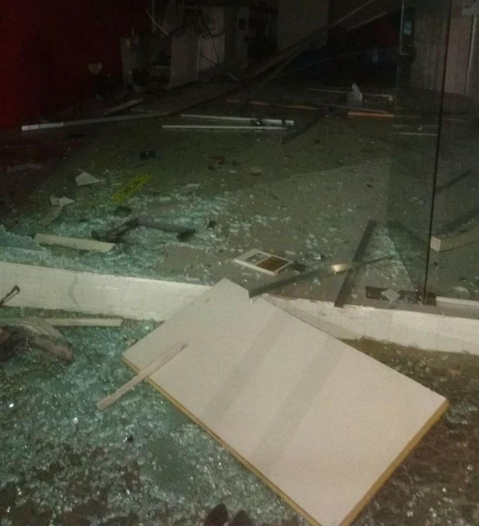 Posto de atendimento de Feira Nova ficou destruído com a explosão  (Foto: WhatsApp)