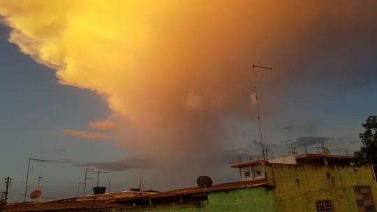 Moradores registram fenômeno que deixou céu de Brasília amarelo; veja fotos
