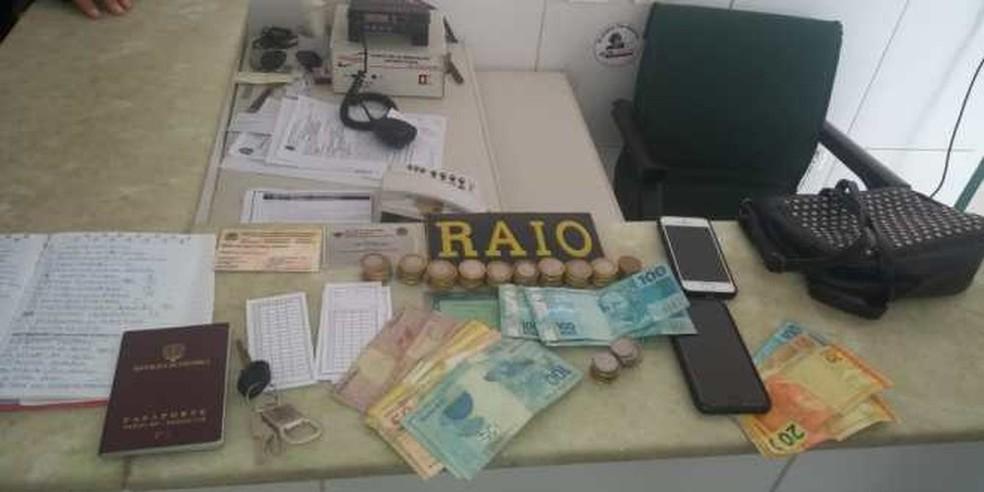 Polícia apreende dinheiro com colombianos suspeitos de agiotagem em Fortaleza — Foto: PMCE/Divulgação