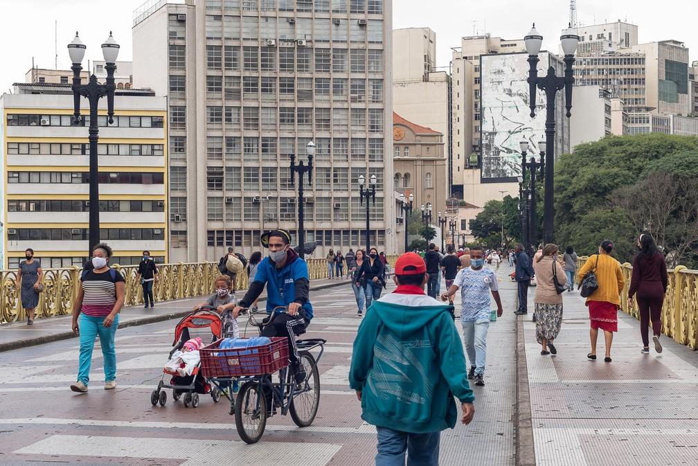 Movimentação no Viaduto Santa Ifigênia, na cidade de São Paulo, SP, neste terça feira (18). — Foto: ROMEO CAMPOS/FUTURA PRESS/ESTADÃO CONTEÚDO