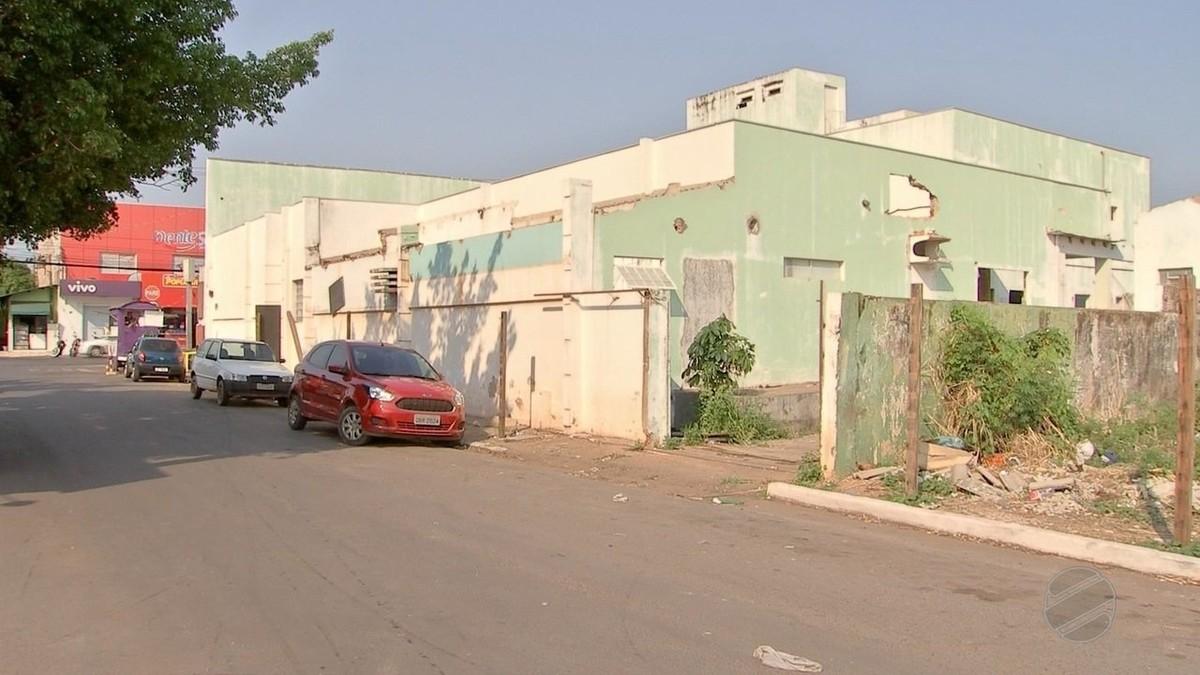 Hospital abandonado vira abrigo de usuários de drogas e comerciantes reclamam de furtos em MT