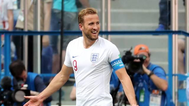 Harry Kane comemora um de seus três gols pela Inglaterra contra o Panamá
