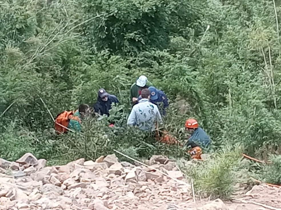 Queda ocorreu na Serra da Rocinha — Foto: Corpo de Bombeiros/Divulgação