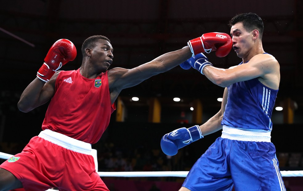 Keno Machado semifinal boxe Pan de Lima — Foto: REUTERS/Ivan Alvarado