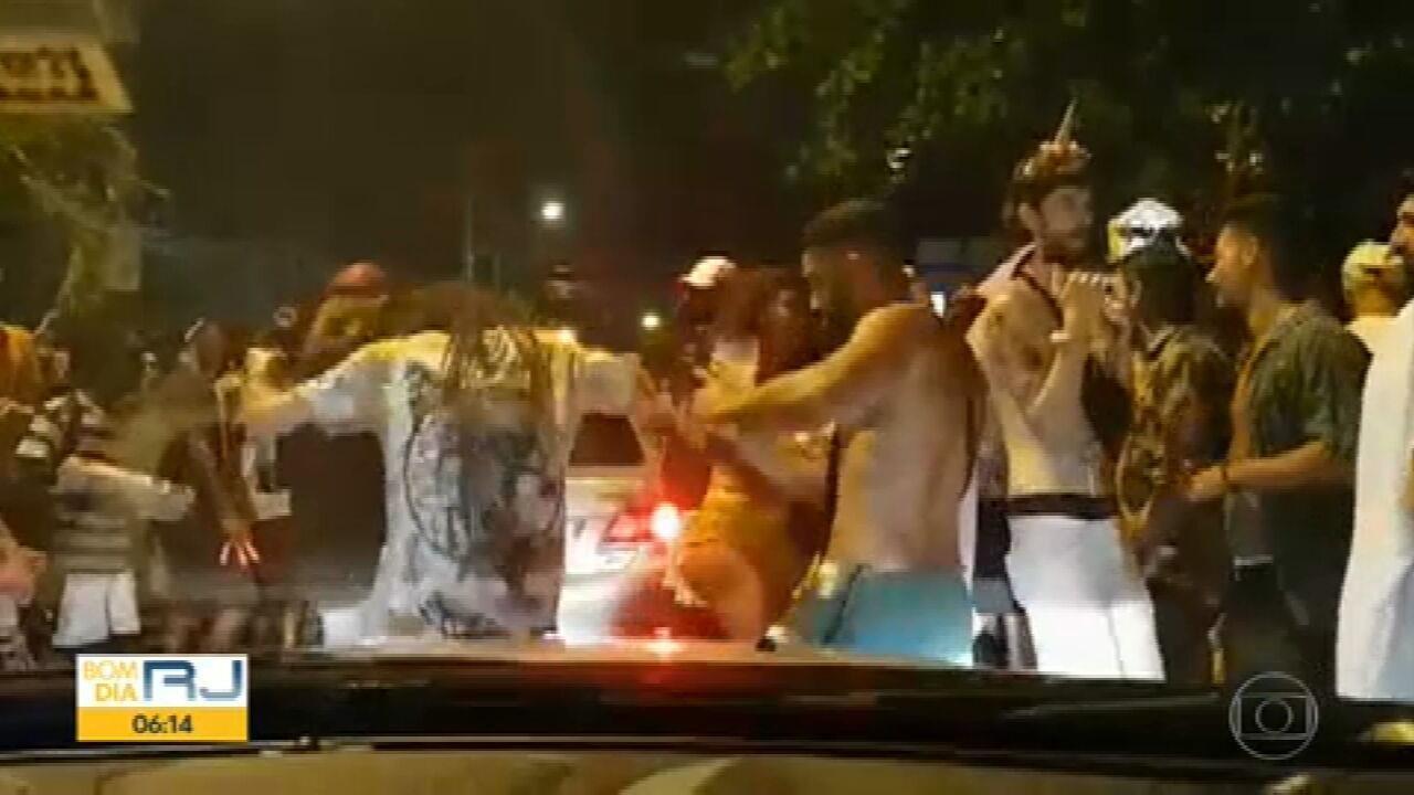 Pessoas voltam a se aglomerar em diferentes pontos do Rio