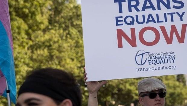 Protesto por igualdade de direitos das pessoas trans (Foto: Getty Images via BBC)
