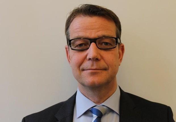 Juiz Carsten Helland gargalhou ao ser questionado se magistrados suecos considerariam reivindicar benefícios extra-salariais (Foto: BBC)
