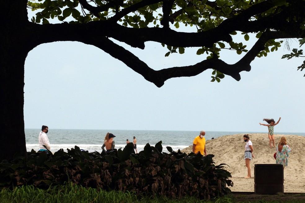 Praias de Santos neste sábado (18) não registram movimento intenso como no final de semana anterior — Foto: Alex Ferraz/Jornal A Tribuna