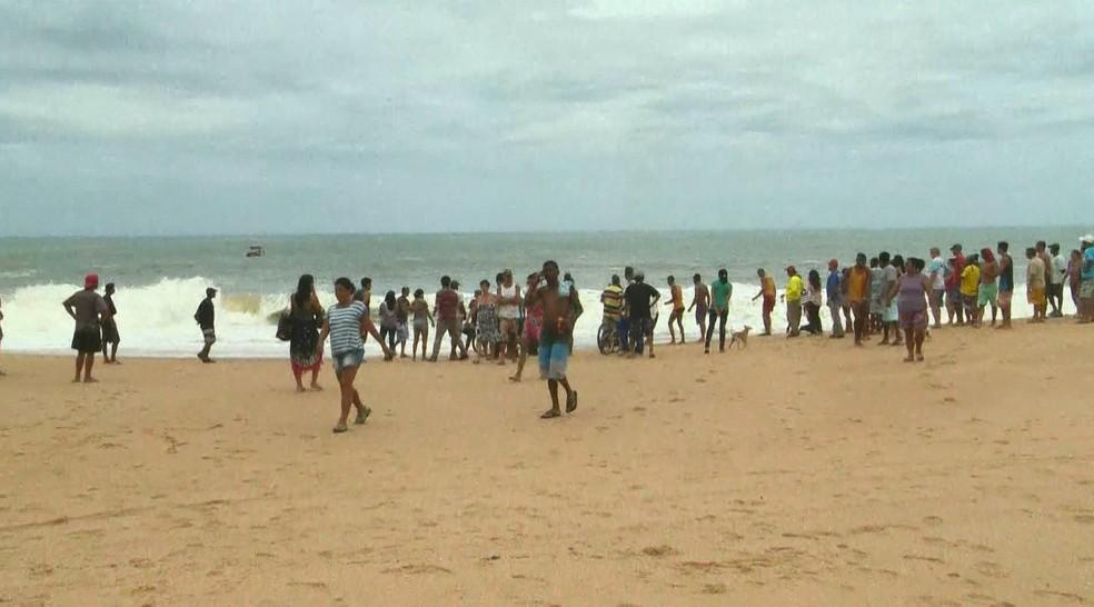 corpo de criança é encontrado no mar de Vila Velha — Foto: Reprodução/ TV Gazeta