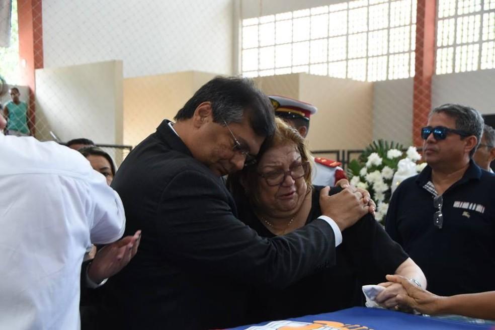 Governador Flávio Dino presta condolências a familiares de Humberto Coutinho. (Foto: Divulgação/Assembleia Legislativa do Maranhão)