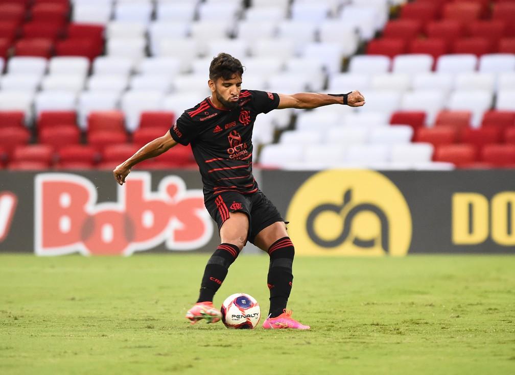 Pepê perde pênalti em Macaé x Flamengo — Foto: André Durão