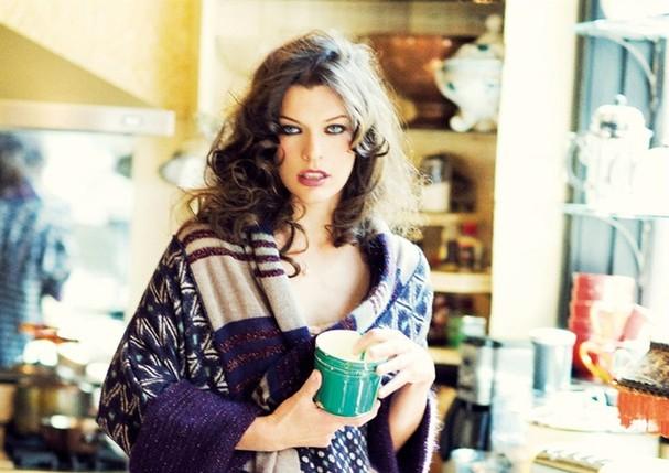 Comece o dia com um bom chá (Foto: Ellen von Unwerth/Reprodução Vogue US)