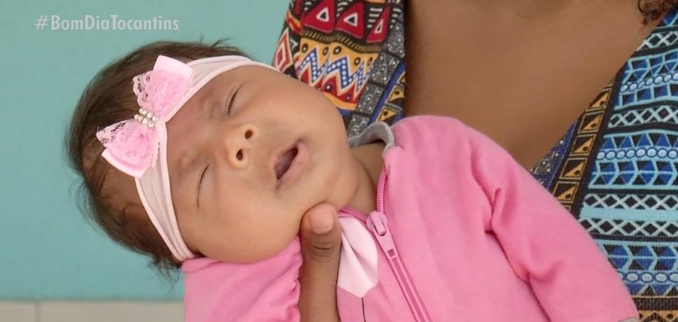Bebê nasce com catarata congênita e pais lutam para conseguir cirurgia: 'Não temos condições de pagar'