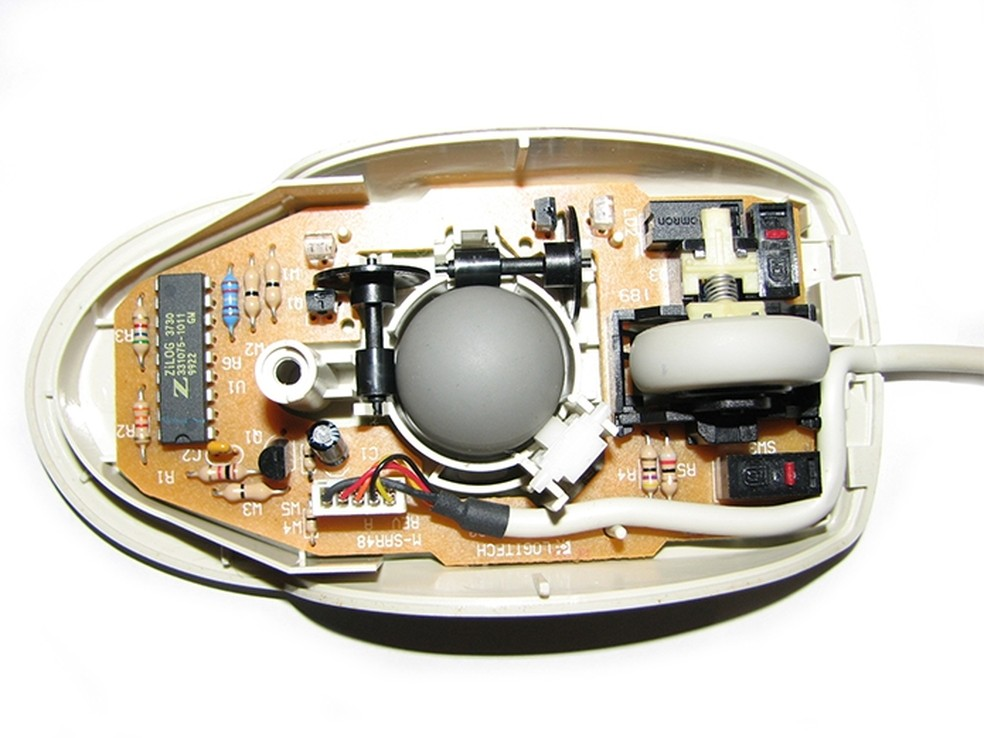 Mouse de bolinha acumulava poeira e gordura no interior (Foto: Divulgação/Elgin)