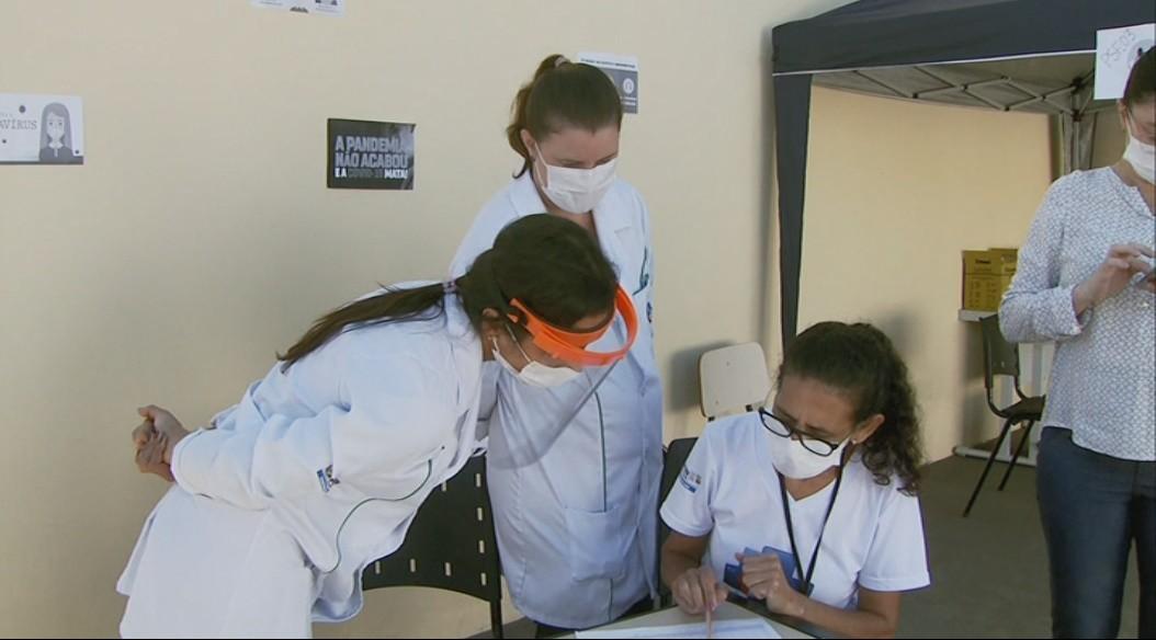 Prefeitura monitora e até liga para idosos não perderem vacina da Covid-19 em Santa Rita do Sapucaí