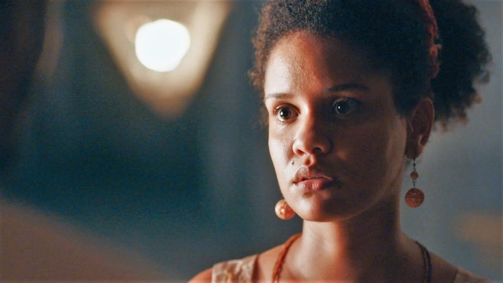 Zayla (Heslaine Vieira) é surpreendida com declaração em 'Nos Tempos do Imperador' — Foto: Globo