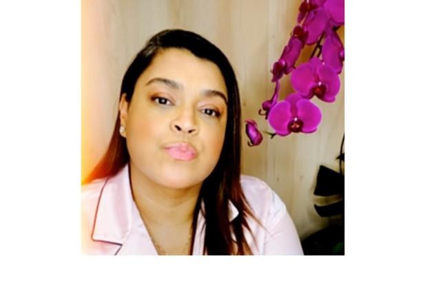 Preta Gil, também diagnosticada em março, ficou isolada num hotel em São Paulo. Já curada, a atriz revelou ter sofrido preconceito de hóspedes após sua testagem vir à tona (Foto: Reprodução)