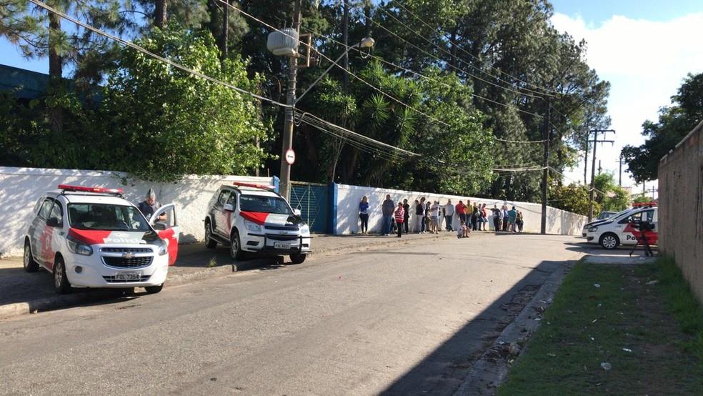 Polícia Militar foi acionada após vandalismo em escola estadual de Sorocaba — Foto: Eduardo Rodrigues/TV TEM