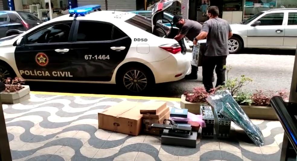 Polícia estoura empresa suspeita de vender equipamentos furtados de transmissão de dados no RJ — Foto: Reprodução/Polícia Civil