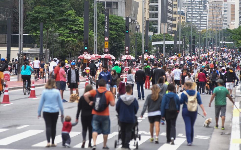 Paulista com pedestres e fechada para carros — Foto: Flávio Moraes/G1