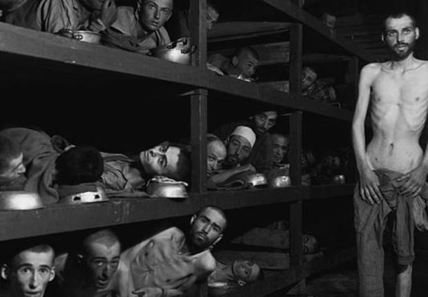Os negacionistas afirmam que as mortes de judeus sob o domínio nazista foram resultado da guerra e não de uma perseguição sistemática e assassinato em massa organizado pelo Estado (Foto: Getty Images via BBC)