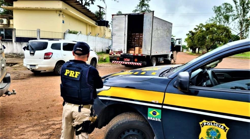 Material roubado foi devolvido intacto ao condutor do caminhão — Foto: PRF / Divulgação