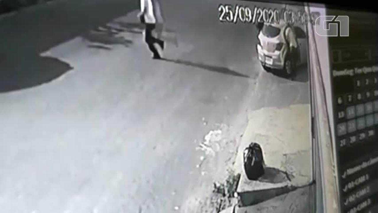 Vídeo mostra momento em que suspeitos abordam e atiram em vítimas na Zona Leste de Teresin