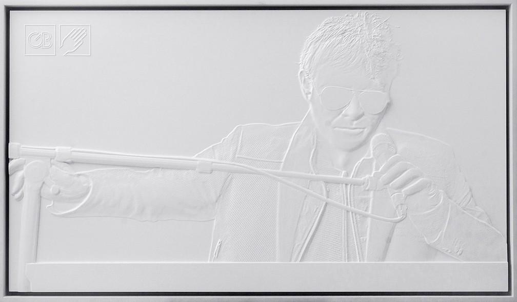 Obras utilizam a tecnologia suíça de Tactography, que escaneia os personagens ou objetos presentes na fotografia, mapeia as proporções e recria as peças em relevo (Foto: Divulgação/Prefeitura de Curitiba)